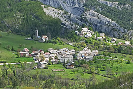 A view of the village of Villeneuve-d'Entraunes, after climbing to Enaux