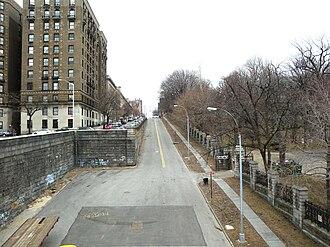 155th Street (Manhattan) - Western end, high portion