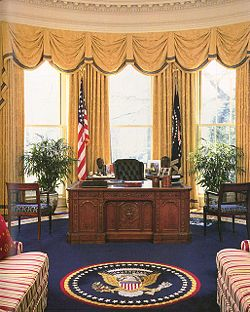 The Oval Office in 1999, during the administration of Bill Clinton. President Clinton's office was designed by Arkansan Kaki Hockersmith who used a vibrant color palette of cream, gold, crimson and sapphire blue.