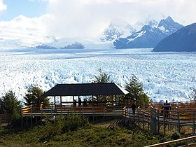 Walkways heading Perito Moreno Glacier