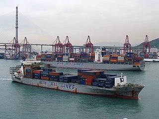 筆者建議龍鼓灘填海區不用作興建住宅,而是把整個葵青貨櫃碼頭搬遷重置到此處,以騰出較接近市區的土地發展房屋。 (圖片:pete@Wikimedia)