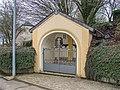 Wegkapelle mit Wegkreuz Garnich rue Nic Arend 01.jpg