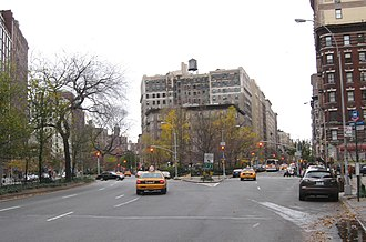 Eleventh Avenue (Manhattan) - Straus Park and the upper end of West End Avenue