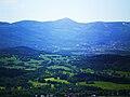 Widok na Karkonosze ze skał Krzyżnej Góry.jpg