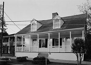 Creole architecture in the United States - Williamsburg, a late 1830s example of a Creole cottage with neoclassical detailing in Natchez, Mississippi.  It features the common features of most Creole cottages: separate entrance doors to each interior room, central chimney, raised basement, and is situated on the front property line.