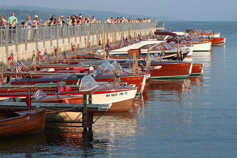 800px-Wooden_boats_Skaneateles_2007.jpg