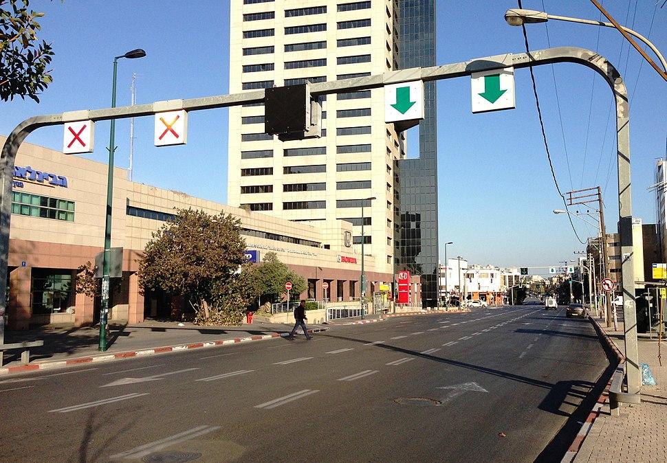 Yitzhak Sadeh Street ap 005