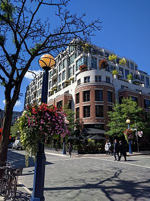 Yorkville, Toronto - Intersection of Yorkville Ave and Hazelton Ave