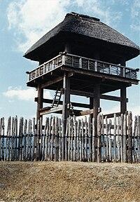 Наблюдательная вышка городища Ёсиногари периода Яёй (реконструкция), Сага.