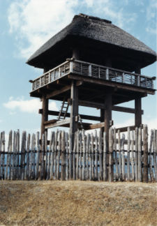 A reconstruction of a Yayoi period building at the Yoshinogari site.