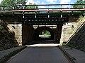 Zelené Předměstí, železniční mosty přes severní prodloužení ulice U Trojice (02).jpg