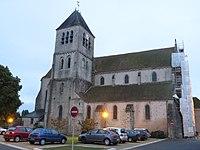 Église Saint-Pierre de Chilleurs-aux-Bois.JPG
