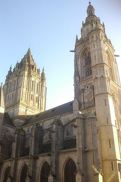 Fr:Église Saint-Pierre de Coutances