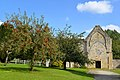 Église de l'ancienne abbaye Sainte-Marie de Longues-sur-Mer. Vue ouest avec les pommiers.jpg