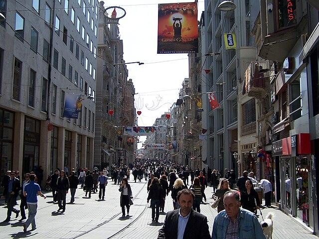 Calle Istiklal, un día tranquilo. La superpoblación puede convertirla en un caos de gente