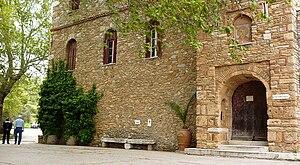 Penteli, Greece - Image: Είσοδος Μονής Πεντέλης