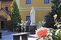 Статуя Богородиці у церкві святого Юрія.jpg