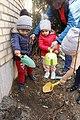 درختکاری کودکان در جهانشهر کرج.jpg