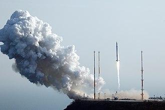 Naro-1 - Image: 나로호(KSLV I) 발사 장면 (1)
