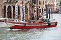 0 Venise, canot de transport de marchandises sur le Canal Grande.JPG
