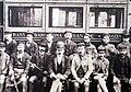 141 Museu d'Història de Catalunya, foto de grup davant el tramvia.JPG