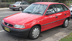 1998 Holden Astra (TR) City 5-door hatchback (18852705302).jpg