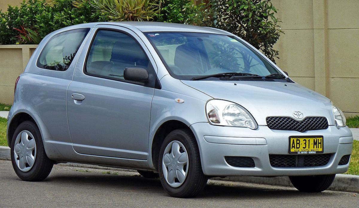 2003-2005 Toyota Echo (NCP10R) 3-door hatchback (2010-12-28).jpg