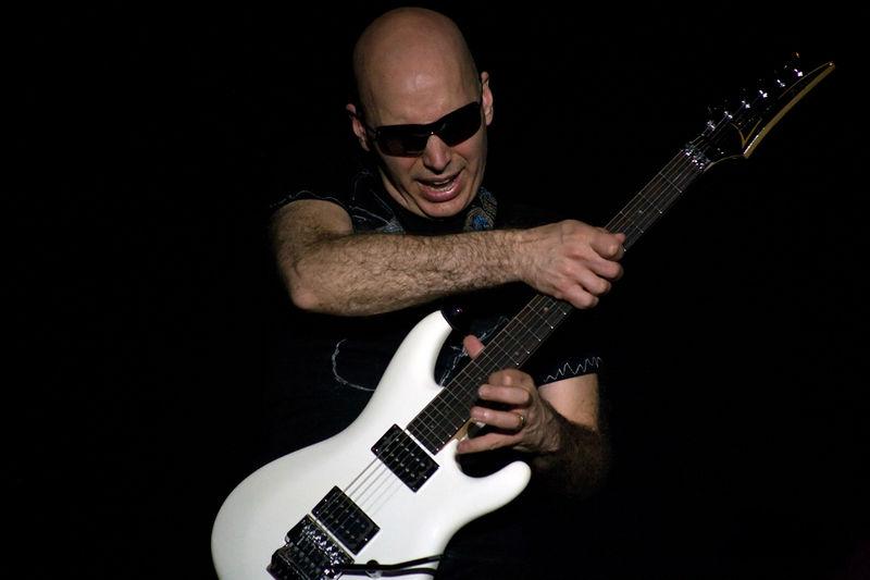 File:20080612-220324 Joe Satriani Rijnhal Arnhem.jpg