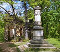 2014 Ruine und Gedenkstein zur goldenen Hochzeit von Johann und Amalia 1872 bei Pillnitz (1).jpg