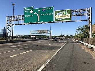 Mahwah, New Jersey - View south along I-287 and Route 17 in Mahwah