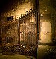 2333 Synagoga Pod Białym Bocianem. Żelazna brama na dziedziniec. Foto Barbara Maliszewska.jpg