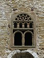 720 San Miguel de Lillo (Oviedo), façana oest, finestra superior del pòrtic.jpg