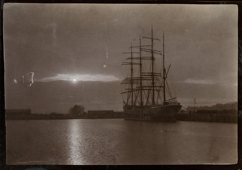 File:A ship at night Wellcome L0049053.jpg