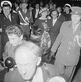 Aankomst van de zangeres Maria Meneghini Callas op Schiphol Op weg naar het sta, Bestanddeelnr 910-5055.jpg