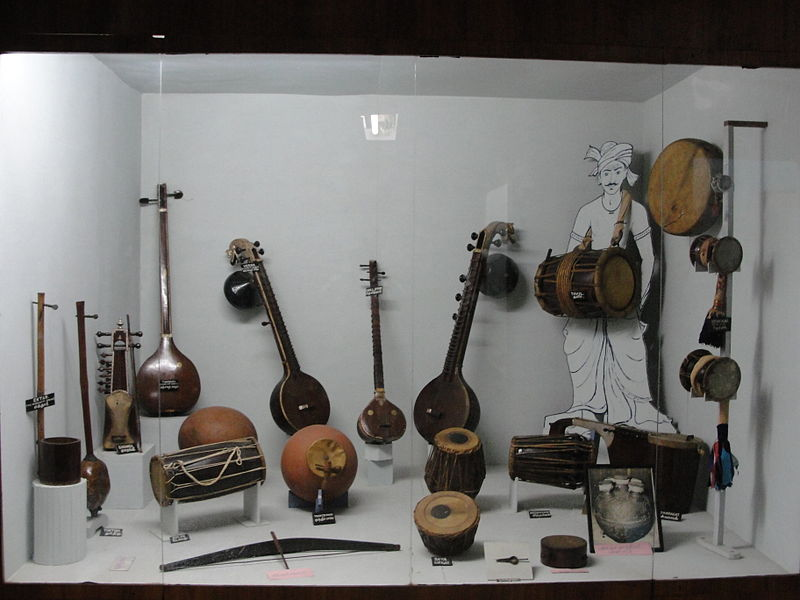 படிமம்:Aesthetic musical instruments.JPG