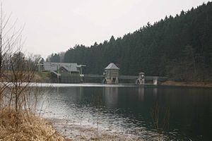 Ahauser Stausee Dam water side.jpg