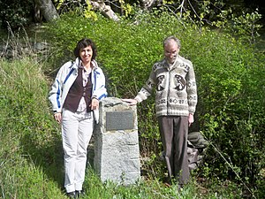 Dionisio Alcalá Galiano - Image: Almudena Alcalá Galiano y Andrew Loveridge al memorial de Dionisio Alcalá Galiano