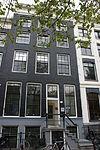 foto van Huis waarvan de gevel xviiid/xixa geheel is vernieuwd en onder een rechte lijst met consoles is gebracht