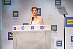 Anne Hathaway @ 2018.09.15 Human Rights Campaign National Dinner, Washington, DC USA 06200 (44713881491).jpg