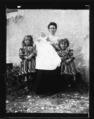 ArCJ - 1 femme, 2 filles, 1 enfant - 137 J 1643 a.tif