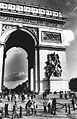 Arc de Triomphe Monochrome.JPG