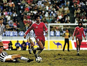 1985 Intercontinental Cup - Claudio Borghi carrying the ball during the match