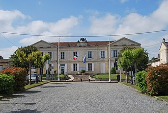 Arveyres - The town hall in Arveyres