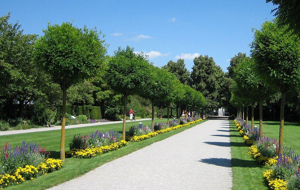 Augsburg Bot Garten Ausgang.jpg