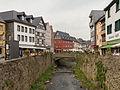 Bad Münstereifel, straatzicht die Wertherstrasse met Dm33 en Dm142 en die Erft foto2 2015-04-16 17.13.jpg