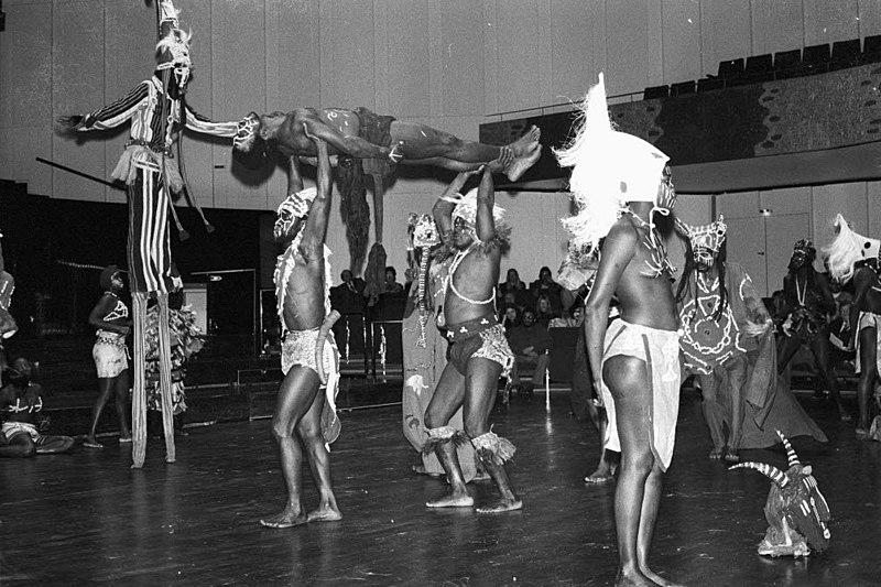 File:Ballett Black Africa im Schloss (Kiel 54.889).jpg