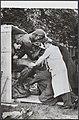 Beeld De Denker van Rodin wordt uit kist gehaald voor plaatsing in de beeldent, Bestanddeelnr 050-1086.jpg