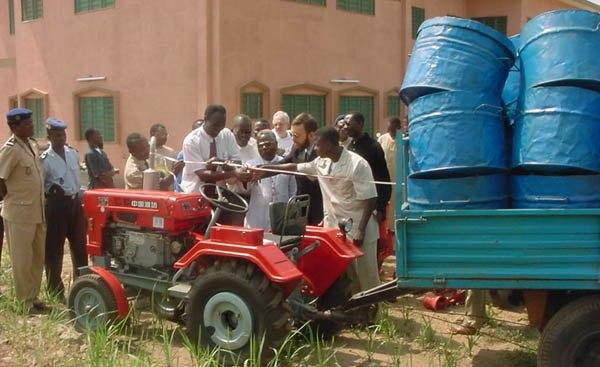 Benin brown tractor 600