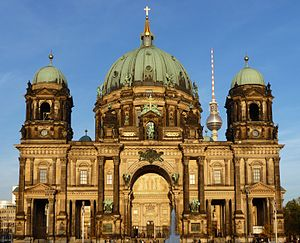 Berlin Cathedral from Lustgarten 2010.jpg