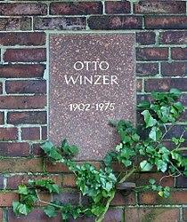 Berlin Friedrichsfelde Zentralfriedhof, Gedenkstätte der Sozialisten (Urnenwand) - Winzer, Otto.jpg